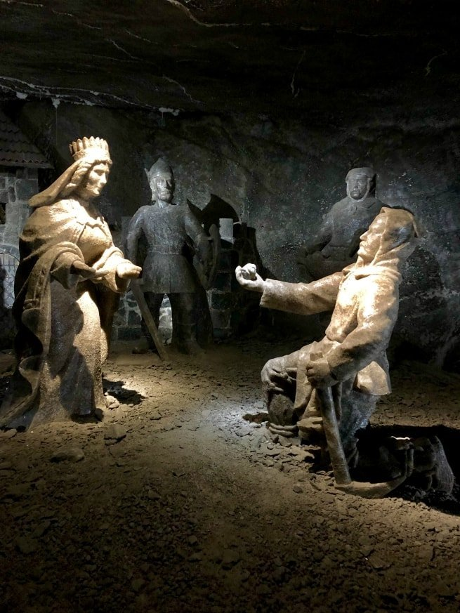 Statue di sale nella miniera di Wieliczka a Cracovia