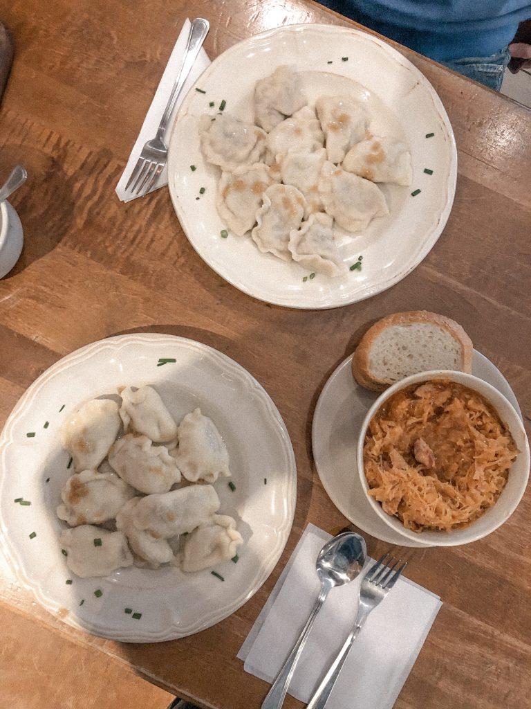 Cose da mangiare a Cracovia che non puoi perderti: Pierogi e bigos