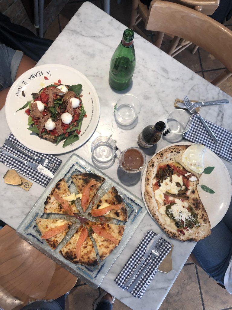 Pizzeria concettina ai tre santi. Pizza salmone e burro, concettina e Trezella.
