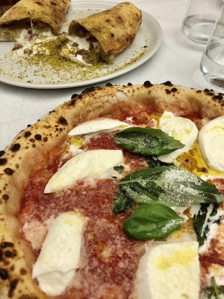 Grotta al pistacchio e pizza Margherita con bufala