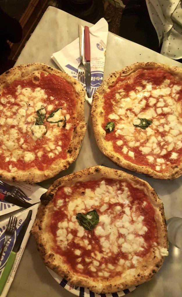 pizza Margherita di sorbillo